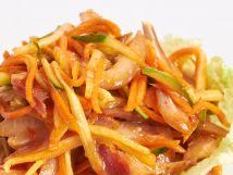 Пикантный салат с копчеными ушками